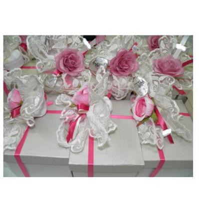Centrino con confetti placca argento nastri e fiori